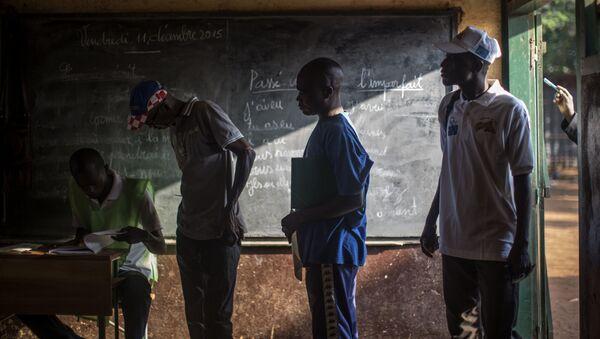Жители ЦАР на избирательном участке в городе Банги во время конституционного референдума - Sputnik France