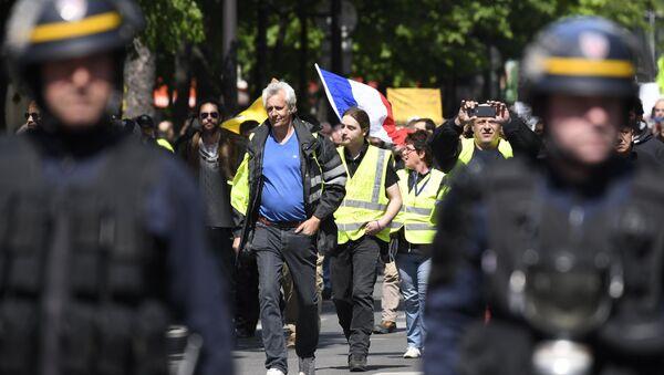 Une manifestaion des Gilets jaunes - Sputnik France