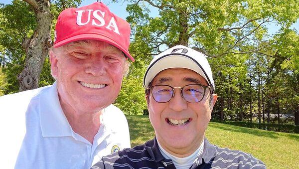 Selfies avec Abe et autres aventures de Trump au Japon - Sputnik France