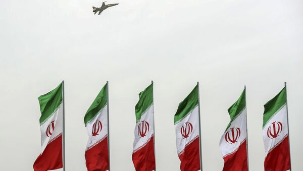 In this photo released by the official website of the office of the Iranian Presidency, a fighter jet flies over Iranian flags during the army parade commemorating National Army Day in front of the shrine of the late revolutionary founder Ayatollah Khomeini, just outside Tehran, Iran, Thursday, April 18, 2019 - Sputnik France
