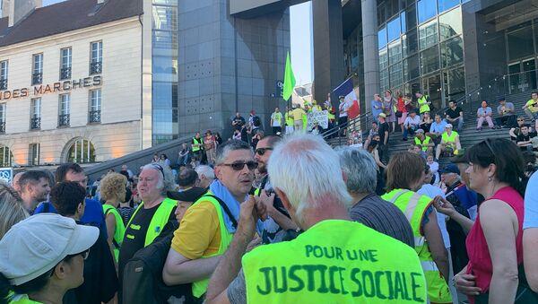 La marche des Gilets jaunes blessés commence à Paris devant l'Opéra Bastille - Sputnik France