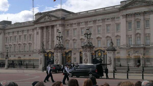 L'ambiance devant le Palais de Buckingham juste avant l'arrivée de Donald Trump - Sputnik France