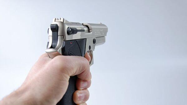 Un pistolet dans la main - Sputnik France