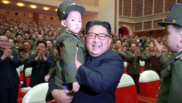 Kim Jong-un et les enfants  - Sputnik France