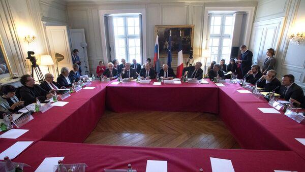 Une réunion du dialogue de Trianon en France - Sputnik France