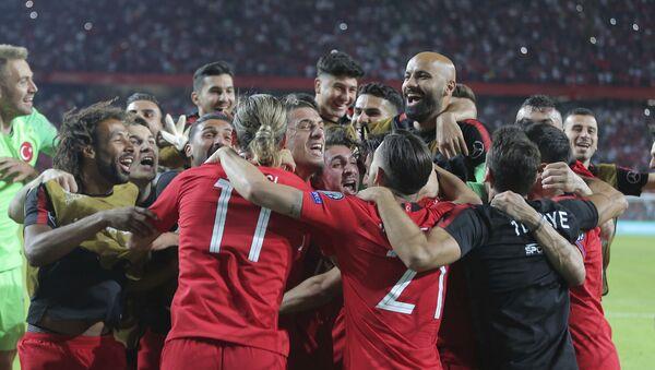 Les footballeurs turcs après avoir remporté un match des éliminatoires de l'Euro 2020 contre les Bleus - Sputnik France