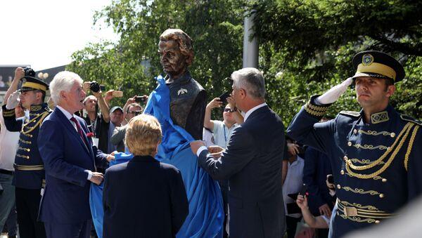 l'inauguration d'un buste de Madeleine Albright à Pristina - Sputnik France