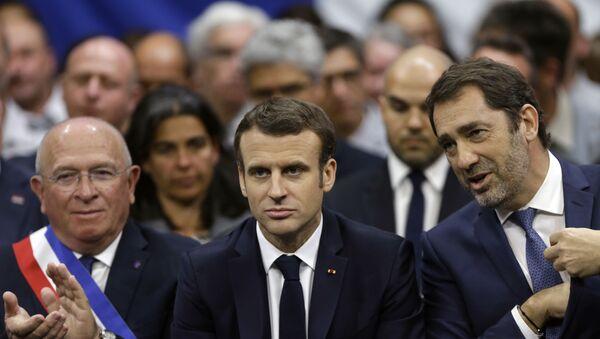 Le Président Emmanuel Macron, le maire de Gréoux-les-Bains Paul Audan, et le ministre de l'Intérieur Minister Christophe Castaner à Gréoux-les-Bains - Sputnik France
