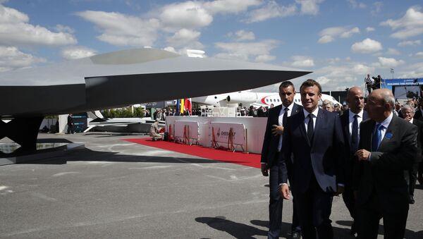 Emmanuel Macron et Éric Trappier, directeur de Dassault Aviation, dévoilent la maquette de l'avion «Next generation fighter» qui fera partie du SCAF - Sputnik France