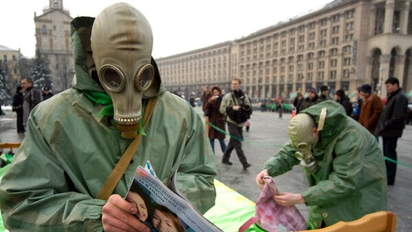 Activists of Ukraine's Green party are seen in downtown Kiev, Ukraine as they protest against the construction of  nuclear storage facility on Friday, March 3, 2006.  - Sputnik France