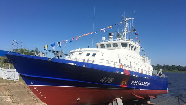 mise à l'eau d'un bateau Gratchonok - Sputnik France
