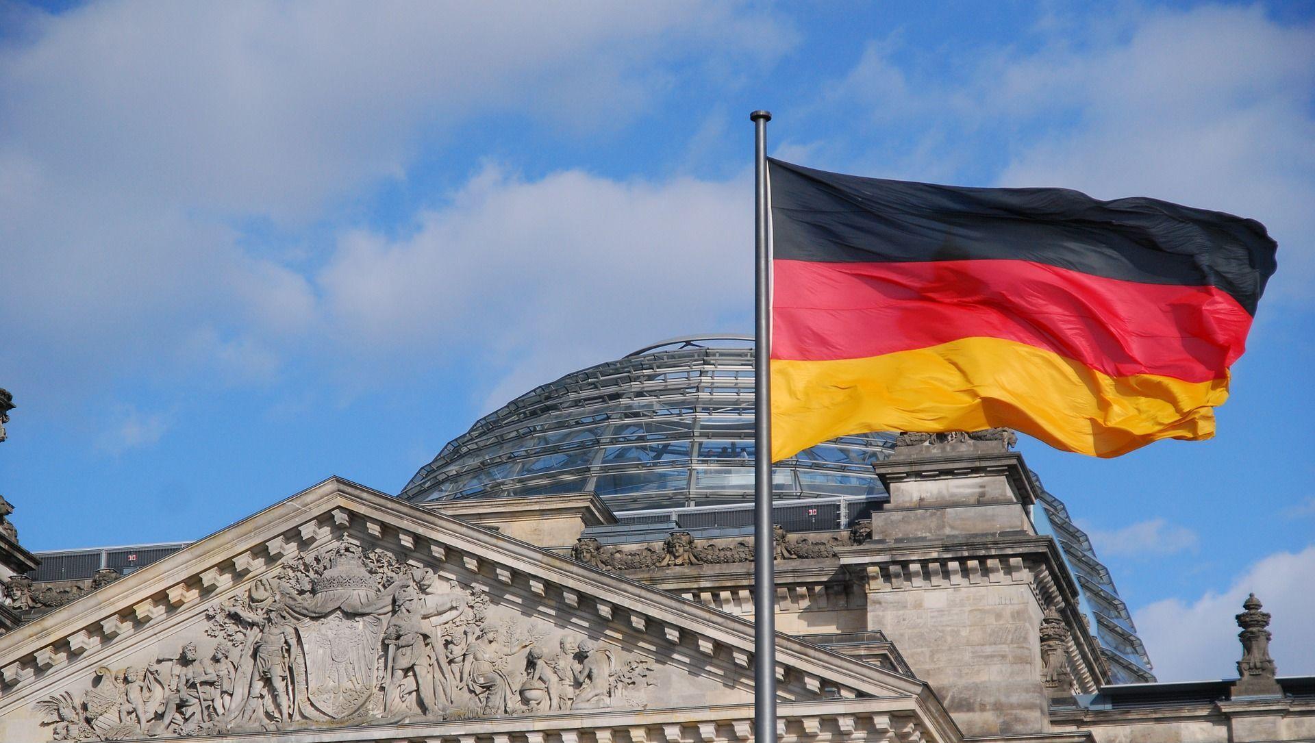 Drapeau allemand devant le Reichstag, Berlin - Sputnik France, 1920, 22.02.2021