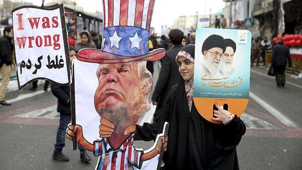 Une Iranienne à l'effigie du Président  Donald Trump  - Sputnik France