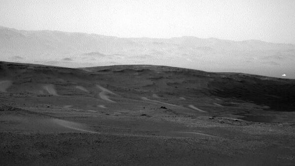 This image was taken by Navcam: Right B (NAV_RIGHT_B) onboard NASA's Mars rover Curiosity on Sol 2438 (2019-06-16 03:53:59 UTC).  - Sputnik France
