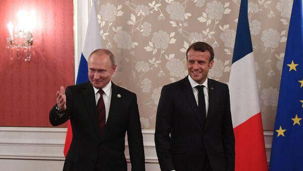 Vladimir Poutine et Emmanuel Macron à Osaka, au Japon  - Sputnik France