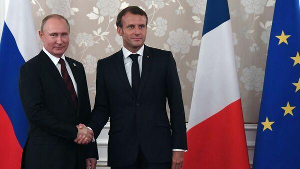 Vladimir Poutine et Emmanuel Macron à Osaka  - Sputnik France