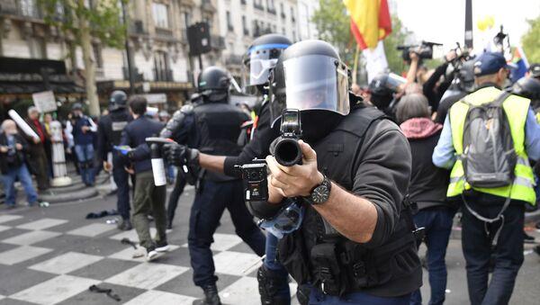 Policiers le 1er mai à Paris  - Sputnik France