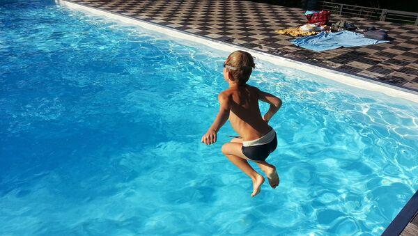 une piscine (image d'illustration) - Sputnik France
