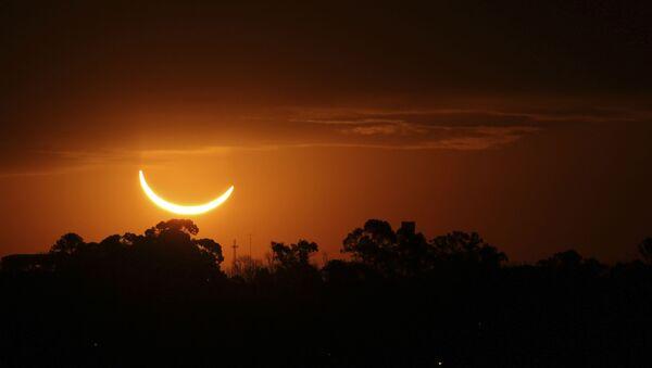 Un sourire du soleil: l'éclipse totale du 2 juillet 2019 - Sputnik France