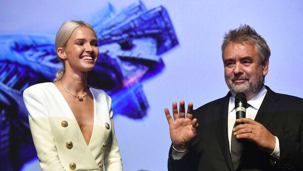 Luc Besson et l'actrice Sasha Luss - Sputnik France