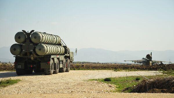Des systèmes antiaériens russes à la base de Hmeimim, en Syrie - Sputnik France