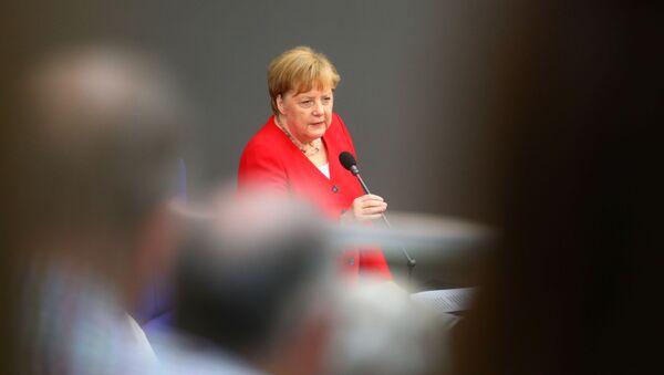 Bundeskanzlerin Angela Merkel beim Auftritt im deutschen Bundestag - Sputnik France