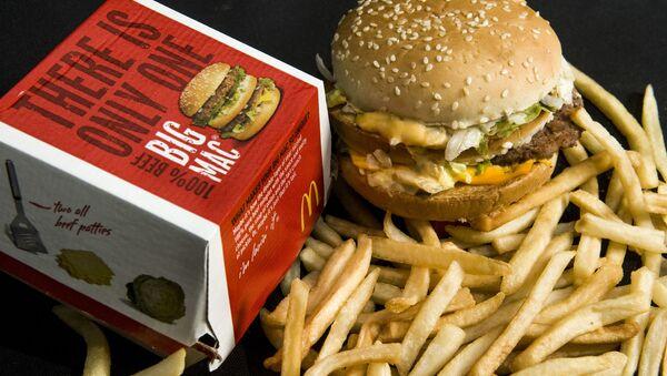 Биг Мак и картошка фри из сети ресторанов быстрого питания MсDonald's  - Sputnik France