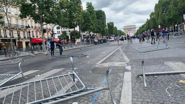 Tensions sur les Champs-Élysées (14 juillet) - Sputnik France
