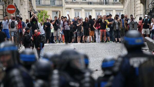 Situation sur les Champs-Élysées le matin du 14 juillet  - Sputnik France
