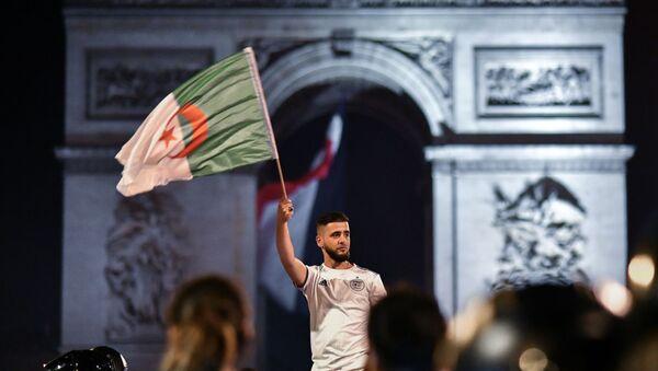 Des Algériens à Paris - Sputnik France