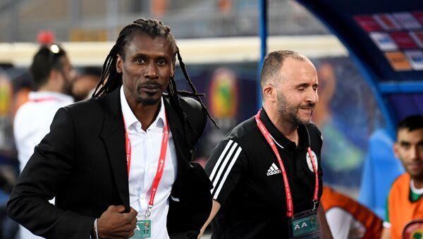 Les coachs Aliou et Djamel Belmadi ensemble à la CAN 2019 au Caire - Sputnik France