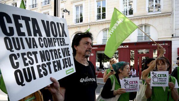 Manifestants contre le CETA à Paris - Sputnik France