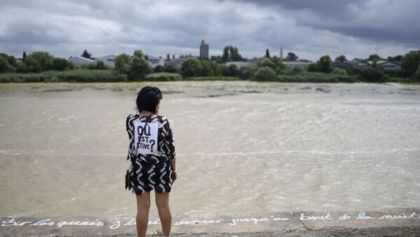 Une femme au bord de la Loire - Sputnik France