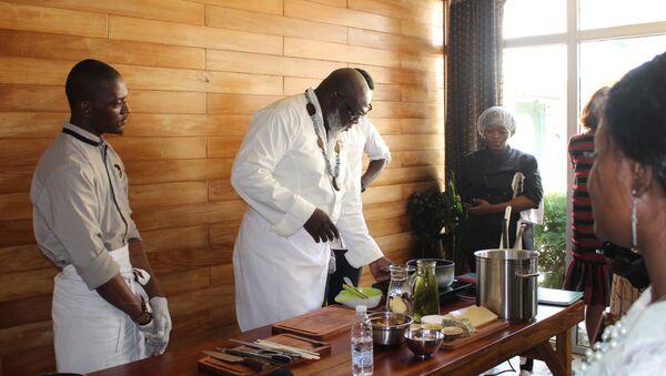Christian Abégan partage son expérience avec les jeunes cuisiniers à Douala - Sputnik France