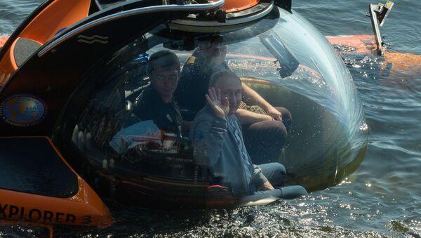 Vladimir Poutine réalise une descente au fond du golfe de Finlande à bord d'un sous-marin de poche - Sputnik France