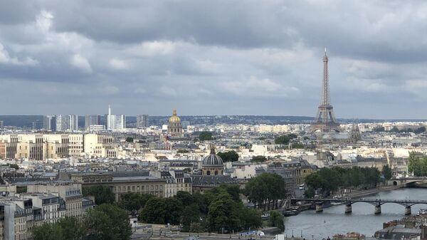 La tour Eiffel , vue aérienne de Paris - Sputnik France