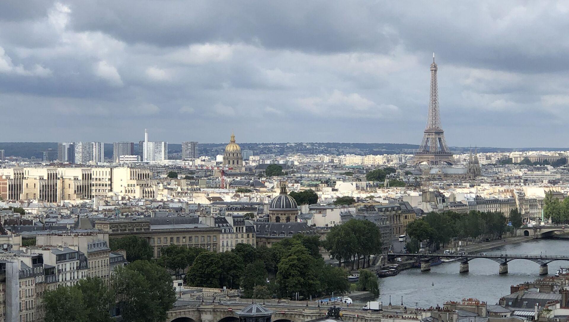 La tour Eiffel, vue aérienne de Paris - Sputnik France, 1920, 23.02.2021