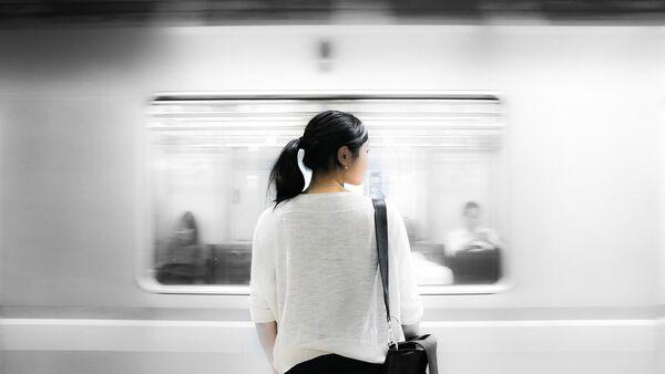 Une femme dans le métro - Sputnik France