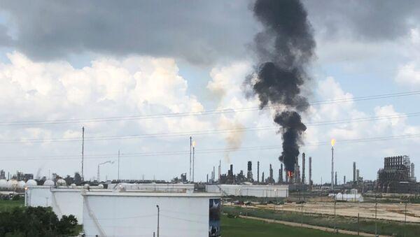 Un important incendie dans une raffinerie Exxon au Texas - Sputnik France