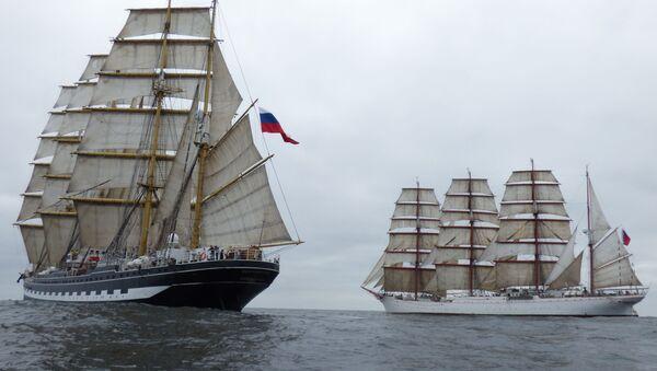 Les quatre-mâts Kruzenshtern et Sedov en pleine mer toutes voiles dehors - Sputnik France