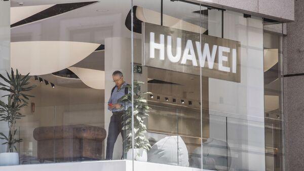 Dans un magasin de Huawei  - Sputnik France