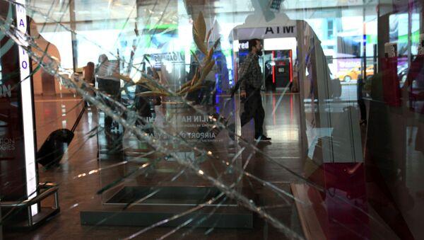 Ситуация в международном аэропорту имени Ататюрка в Стамбуле - Sputnik France