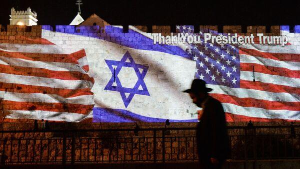 Drapeaux israélien et américains (image d'illustration) - Sputnik France