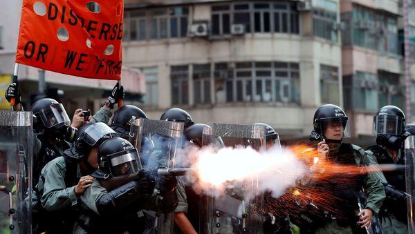 La police de Hong Kong utilise du gaz lacrymogène contre les manifestants - Sputnik France