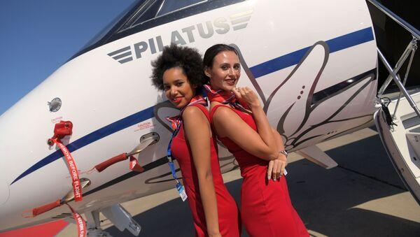 Des femmes et des avions: visite en images du salon aérospatial MAKS-2019  - Sputnik France