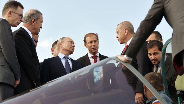 Les Présidents Poutine et Erdogan visitent un Su-57 au Salon MAKS-2019 - Sputnik France