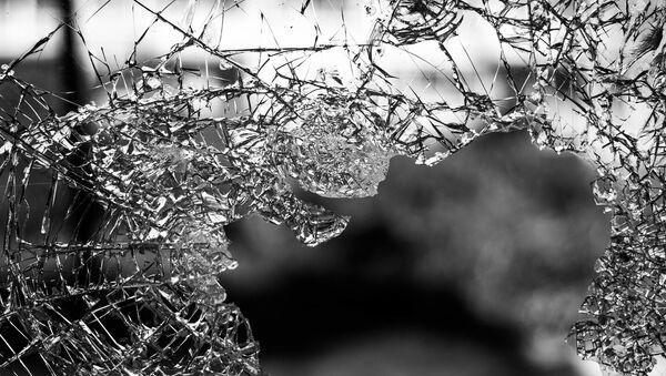 des éclats de verre une vitre brisée осколки разбитое окно - Sputnik France
