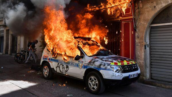 Une voiture de police à Montpellier lors de l'acte 43 des Gilets jaunes, le 7 septembre 2019 - Sputnik France