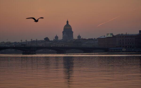La cathédrale Saint-Isaac de Saint-Pétersbourg à l'aube - Sputnik France