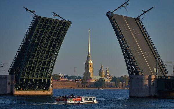 Vue du pont levé du Palais et de la forteresse Pierre-et-Paul - Sputnik France